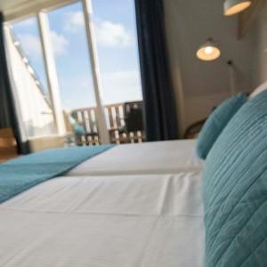 hotel kamer balkon zeezicht